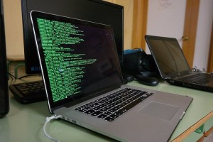 Servidor GNU/linux ejecuntado lineas de comandos.