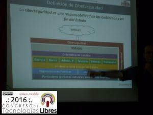 """Presentación de la ponencia """"Hacia una estrategia de CiberSeguridad y Defensa"""" por Carlos Acosta."""