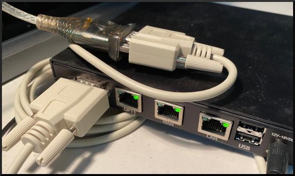 Parte trasera del dispositivo Negate®(Alan Formy-Duval, CC BY-SA 4.0)